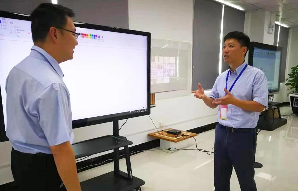 深圳分公司陪同政府园区对接考察高端触摸屏投资选址项目方,高效推进项目选址落地