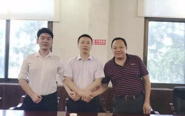 陪同金银花种植深加工投资选址项目方考察湖南慈利县,达成合作共识,三方共同签订投资意向协议