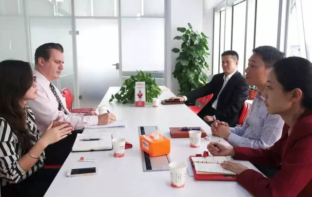 美国商会来访东方龙商务洽谈深化合作,探索优势互补,合作共赢新模式