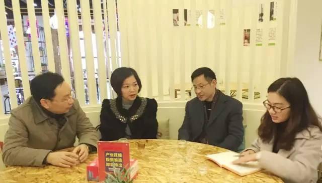 东方龙商务CEO陈谷音陪同南京栖霞区领导尹军一行考察电子商务产业园投资选址项目